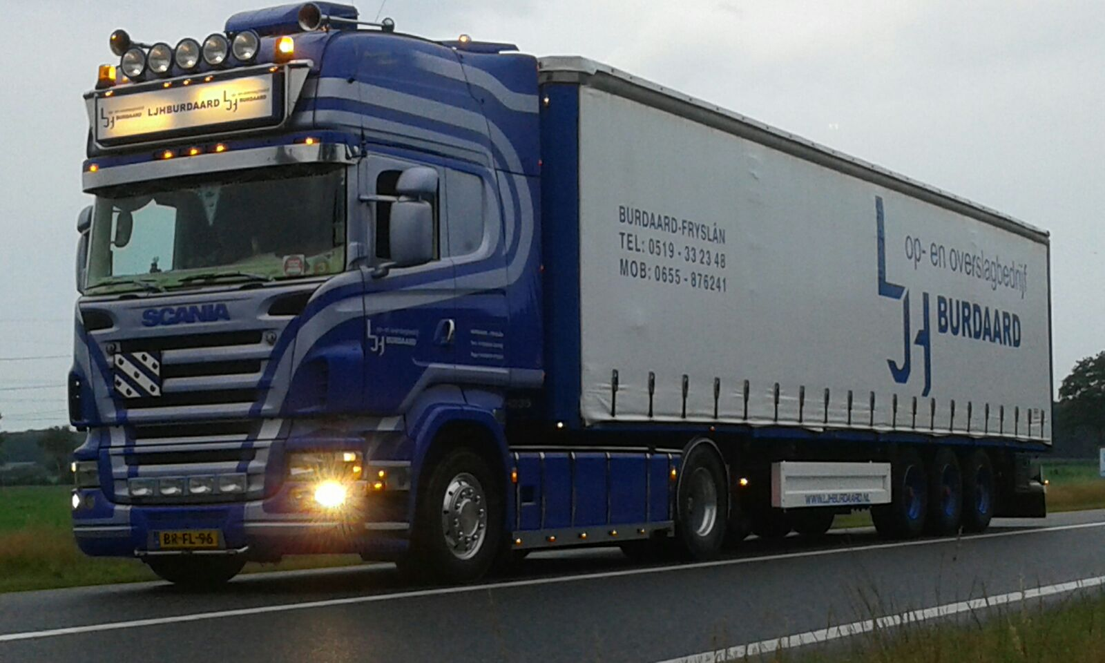 Scania v8 met krone tautliner